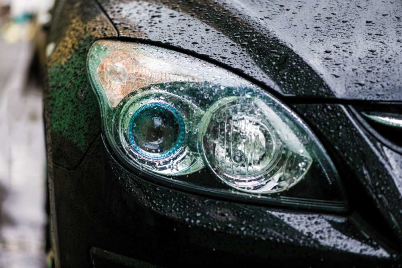 Error: When raining, headlights should be on at low beam.